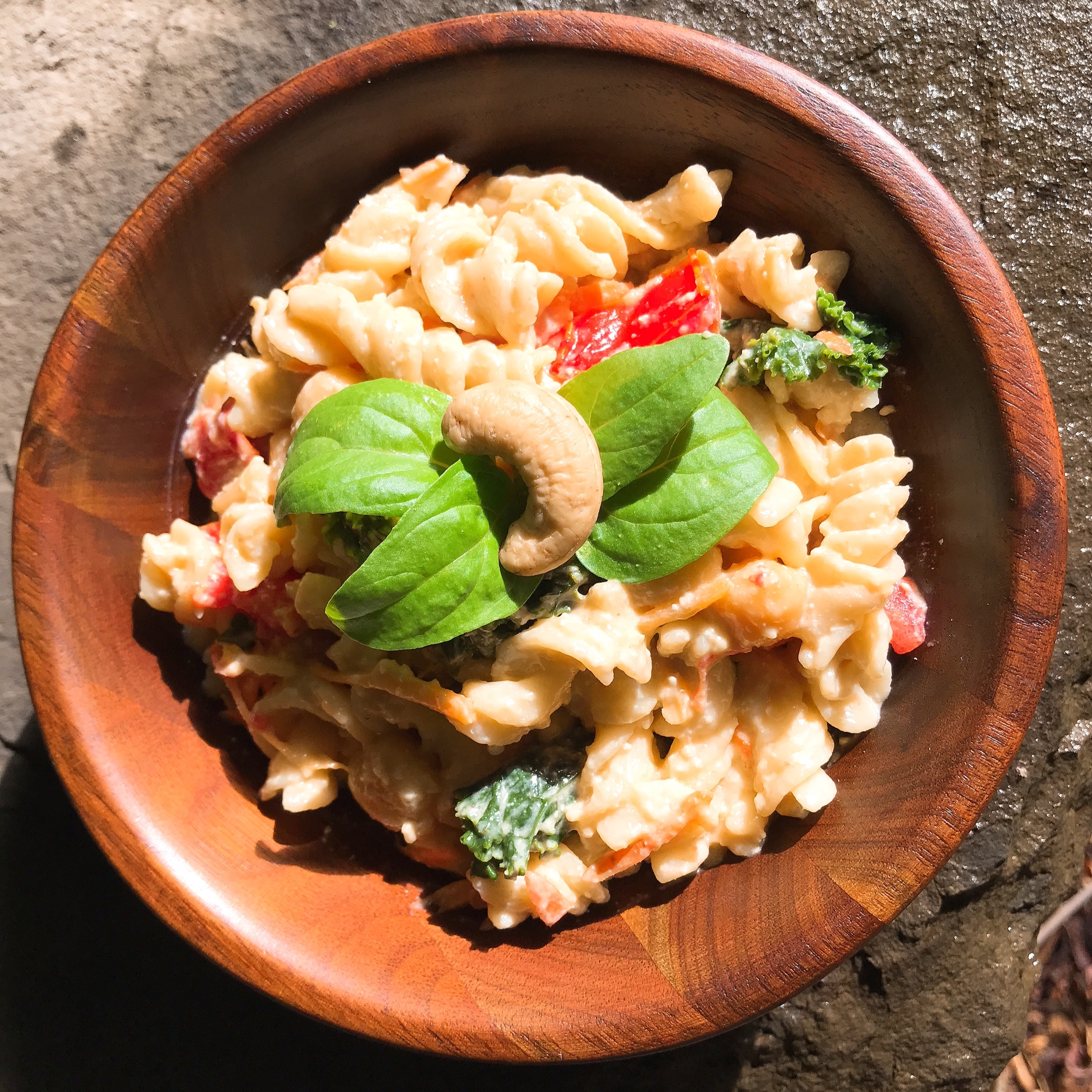 Cashew-kale-chickpea-vegan-macaroni-and-cheese